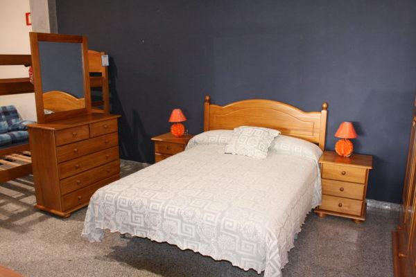7- Dormitorio matrimonio pino miel